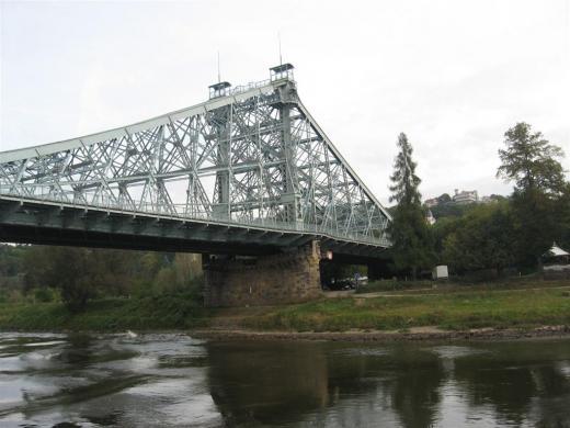 Die Loschwitzbrücke auch