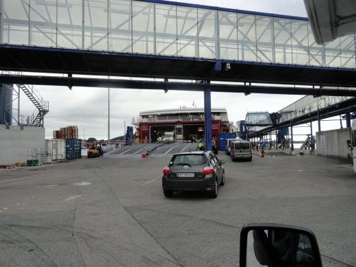 Norwegen-Fussgängerbrücke im Fährhafen Kristiansand
