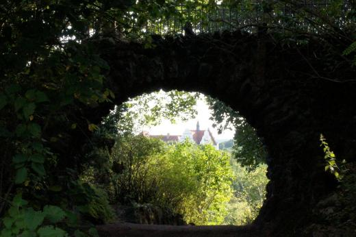 Steinbrücke im Zoo von Halle/Saale