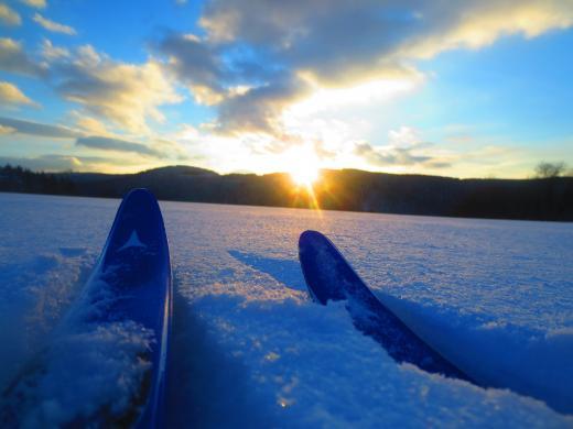 Skispaß und Sonnenuntergang