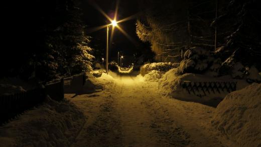 Winterabend in der Siedlung