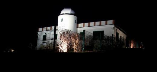 Sternwarte bei Nacht